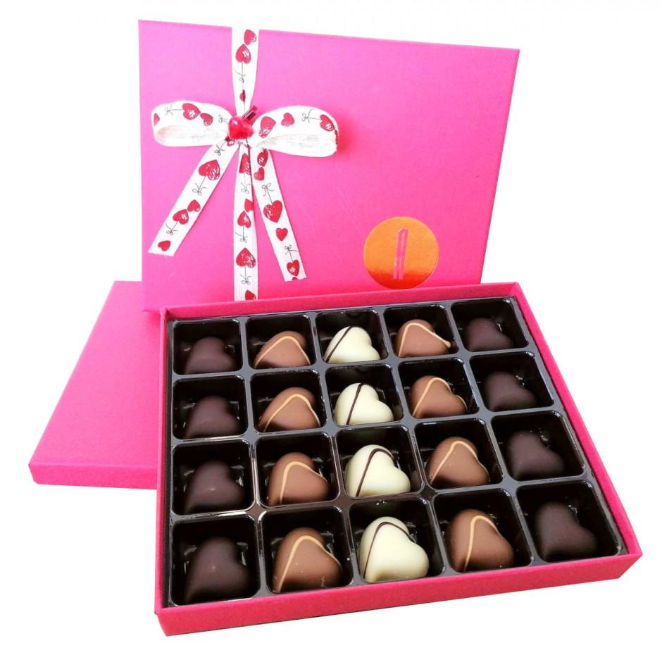 Caja especial regalo con bombones corazón